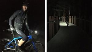 Robby fietst vannacht 200 km door de bomen