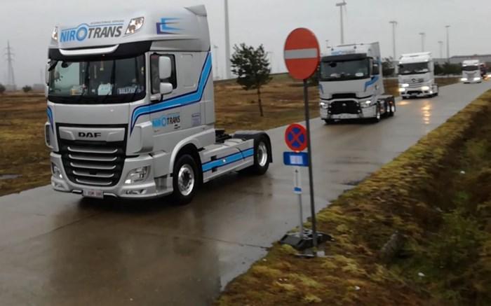 Vrachtwagens rijden uit voor Warmste Truckrun in Lommel