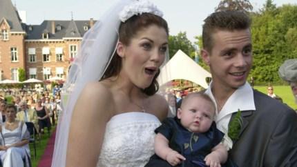 Kelly Pfaff en Sam Gooris zetten elkaar in bloemetjes op 20ste huwelijksverjaardag