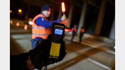 Dertien rijbewijzen ingetrokken bij verkeerscontroles
