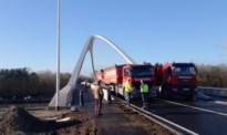 Nieuwe kanaalbrug getest