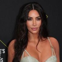Kim Kardashian kiest dit jaar voor soberdere kerstkaart