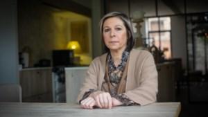 """Bekkenbodemnetje: Katia (45) leeft al vijf jaar met """"prikkeldraad"""" in haar lijf"""