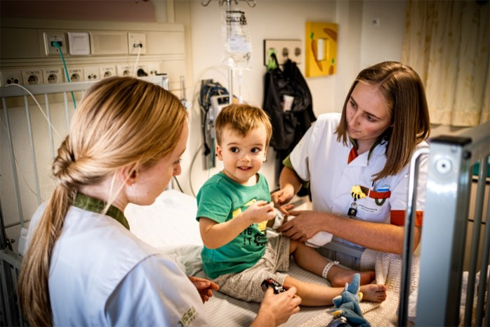 Kinderafdelingen Limburgse ziekenhuizen liggen eivol door opstoot RSV