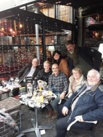 Cursisten CVO Cursa leren werken met GPS op kerstmarkt in Luik