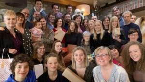 100 pakjes en met 37 aan tafel: zo viert deze Limburgse familie kerst