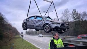 Wagen over de kop op E314 ter hoogte van Houthalen-Helchteren