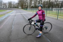Diane fietst 1.000 km om overleden vrouwen te eren