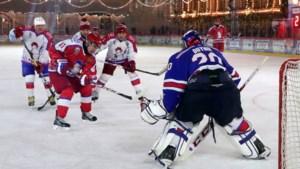 Poetin blijkt topschutter tijdens ijshockeywedstrijd met ministers op Kerst