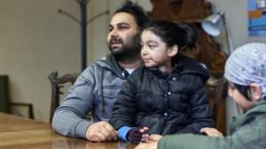 Yashnoor (10) kreeg een ketel kokend vet over zich heen en overleefde het