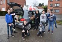 Schoolkinderen verzamelen producten voor Sint-Vincentius