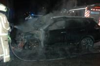 Auto brandt uit op parking in Maasmechelen
