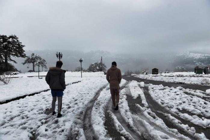 Wegen versperd door storm en sneeuw in Griekenland