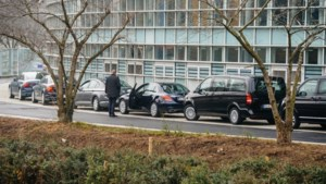 Pure kafka: EU-parlementsleden nemen vliegtuig of trein naar Straatsburg, chauffeurs rijden met lege auto's achterna