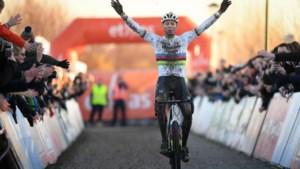 Van der Poel sluit 2019 in schoonheid af door voor het eerst Sylvestercross te winnen