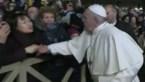 Paus excuseert zich voor reactie op opdringerige vrouw
