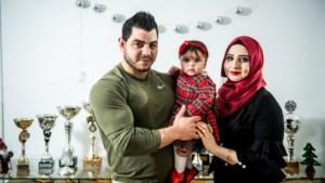 """Van vluchteling tot Belgisch kampioen bodybuilding: """"Zeven uur gezwommen voor mijn leven"""""""