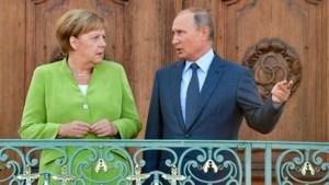 Poetin nodigt Merkel uit voor werkbezoek aan Moskou