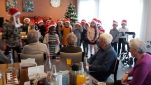 Bewoners Leopoldspark krijgen bezoek van de leerlingen van Sint-Michiel