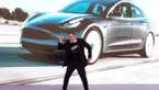 Best gênant: Elon Musk doet vreemd dansje bij opening Teslafabriek