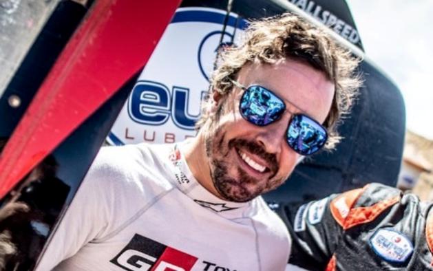 Fernando Alonso klimt vijftien plaatsen in klassement Dakar