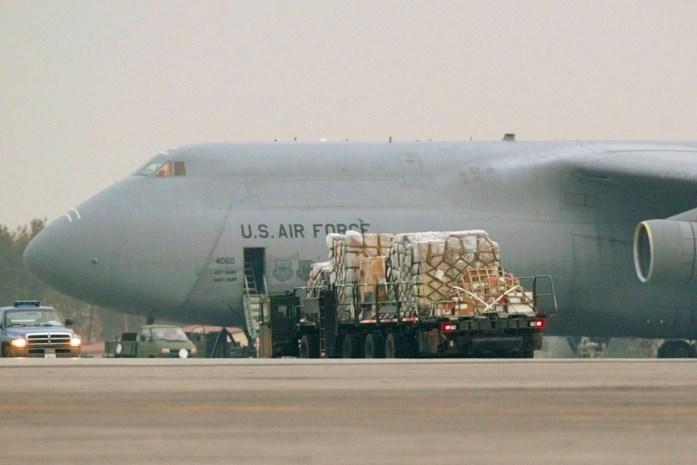 """Grootste vrachtvliegtuig van Amerikaanse leger landt op Brussels Airport: """"Wat het hier deed, weten we niet"""""""