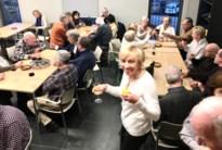 80 senioren heffen het glas op nieuwe jaar in bridgeclub