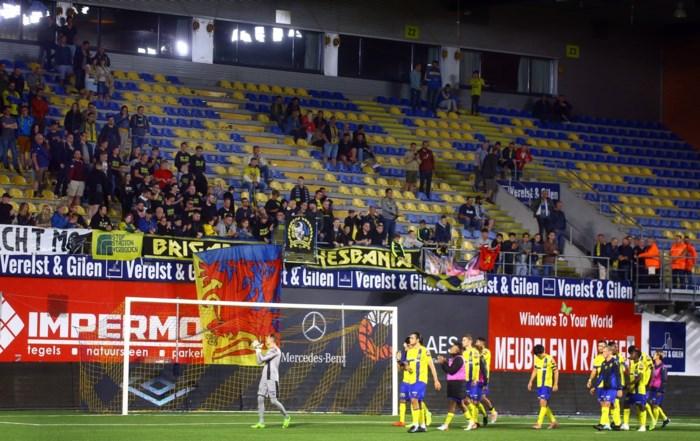 Supporters van tribune Noord naar Oost tegen Kortrijk