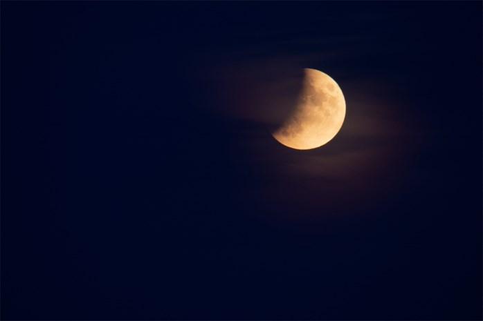 Schaduw trekt vrijdagavond over de maan: zwakke, gedeeltelijke maansverduistering op komst