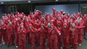 Bilzerse school doet recordpoging samen rechtkomen uit hurkzit in 'La Casa de Papel' thema