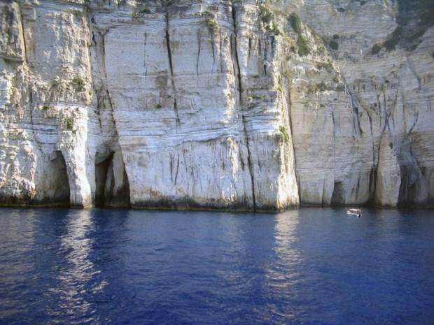 Zeker twaalf doden bij schipbreuk in Ionische Zee