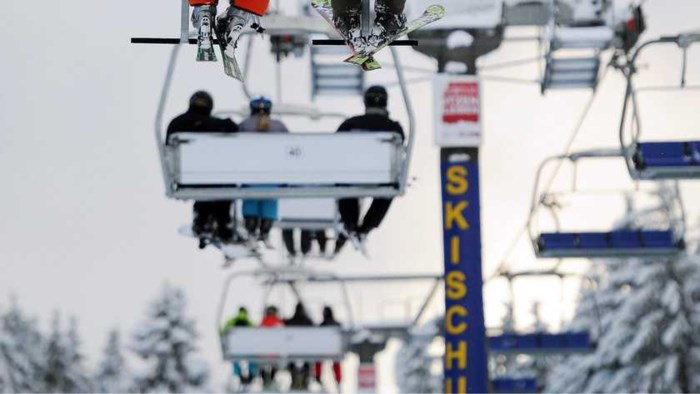 Nederlands meisje (7) zwaargewond na val uit skilift in Duitsland