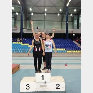 Nieuw Belgisch record op 4x200m Indoor Masters voor Neerpeltse 'Jenny'