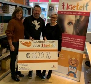 The Flames verzamelen 1.620 euro voor verjaardagsdozen