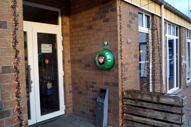 AED-toestel beschikbaar aan sporthal