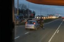 Auto komt op zij terecht na ongeval op Grote Baan
