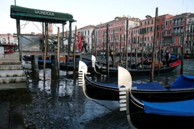 Venetiaanse kanalen lopen leeg, twee maanden na overstromingen