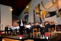 Publiek dankt Brassband Smeermaas met staande ovatie