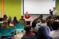 Monnik Giel spreekt in Bilzense klas over boeddhisme