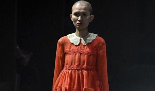 Gucci kleedt mannen in meisjesmode op modeweek Milaan