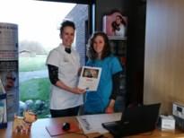 Dierenartsenpraktijk schenkt opbrengst jaarkalender aan Wens-Ambulancezorg Riemst