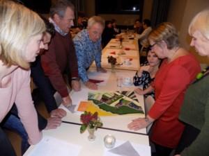 Bewoners van de Broekstraat heffen het glas op 2020