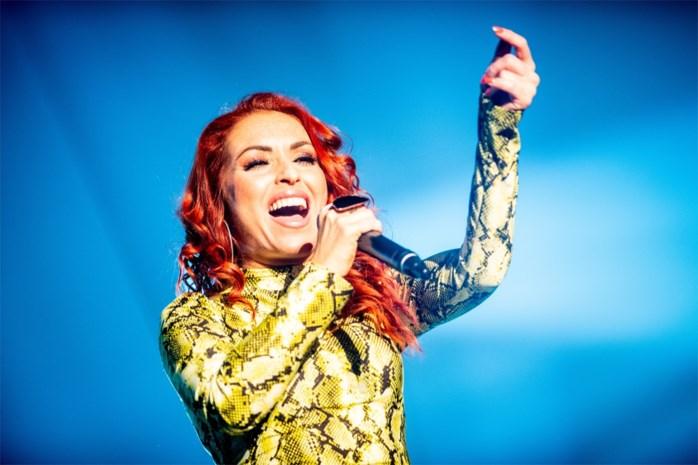 2 Fabiola-zangeres herstelt thuis van operatie aan gezwel in hals