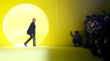 Raf Simons stelt nieuwe collectie voor onder stralende zon