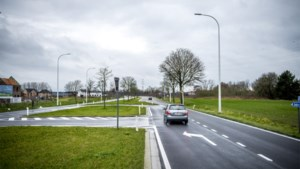 """Signalisatie aangepast na dodelijk ongeval in Bree: """"Veel bestuurders gaan er in de fout"""""""