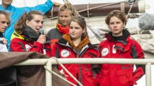 Anuna De Wever gaat opnieuw spijbelen in Brussel voor meer propere oceanen