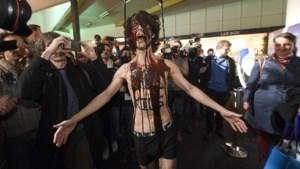 Actievoerders Extinction Rebellion opgepakt op Autosalon