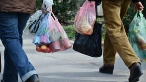 China verbiedt plastic zakjes in supermarkten, straks ook rietjes in de ban