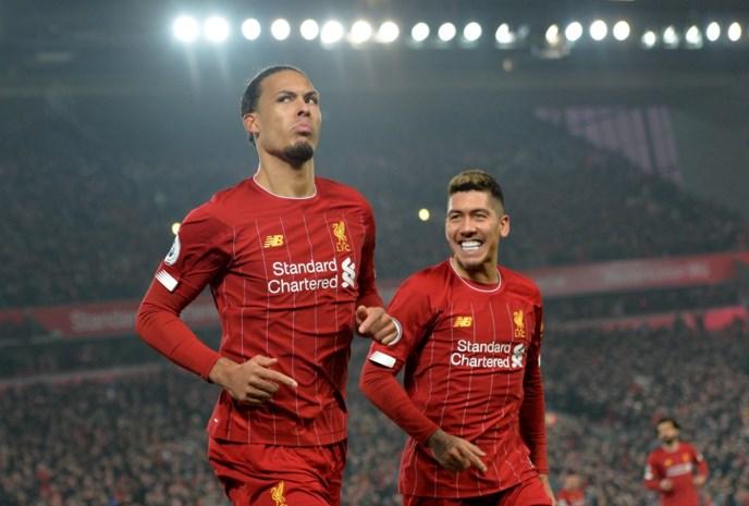 Liverpool doet gouden zaak in titelstrijd met winst tegen Manchester United