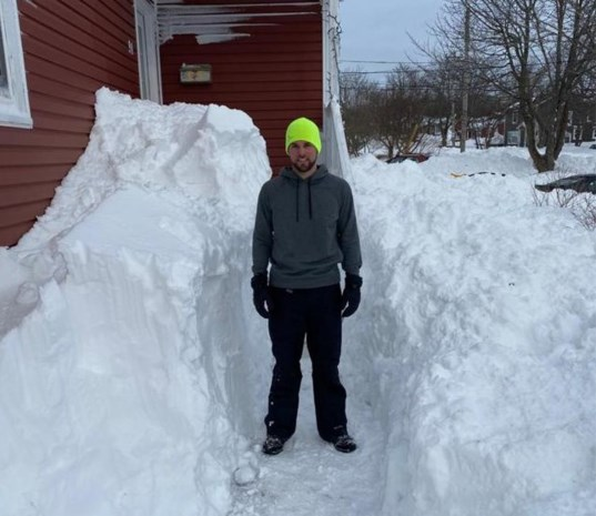 """Bilzenaar na zware sneeuwstorm in Canada: """"Gangen naar de buren gegraven"""""""
